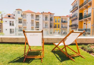 Há um novo terraço no Porto onde pode passar o resto do verão a comer e a beber